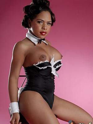 Hot Ebony T-girl Nody Nadia exposing her sweet hole